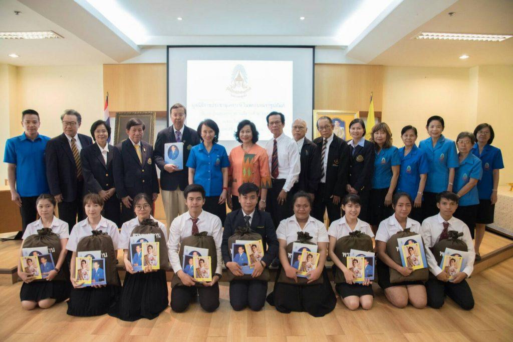 นักเรียนทุนพระราชทานเพื่อการศึกษาสงเคราะห์